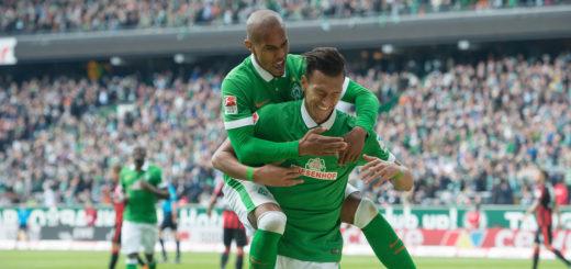 GER, 1.FBL. Werder Bremen vs Eintracht Frankfurt, im Bild Jubel zu 0 zu 1 Davie Selke (Bremen #27) hier Theodor Gebre Selassie (Bremen #23) und Davie Selke (Bremen #27) Foto © nordphoto / Kokenge COPYRIGHT:nordphoto