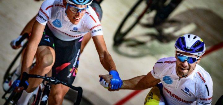 Haben die Meute im Nacken: Nils Politt (links) und Kenny De Ketele. Foto: ESN, Arne Mill