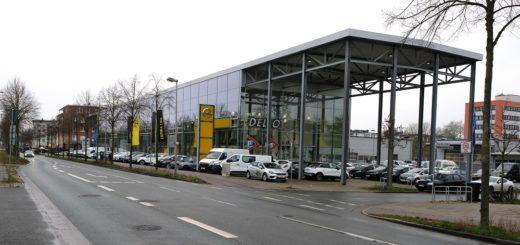 Das jüngste der drei Dello-Häuser im Raum Bremen: Die Dello-Niederlassung im Georg-Bitter-Quartier. Seit 1987 steht der Bremer Kurt Kröger (links) an der Spitze der Unternehmensgruppe mit ihren über 50 Standorten. Fotos: Barth/Dello