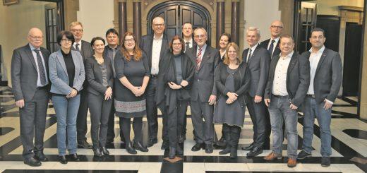 Die Mitglieder des Bremer Senats trafen sich am Dienstag im Rathaus mit Vertretern der Handwerkskammer zum Gedankenaustausch. Foto: Schlie
