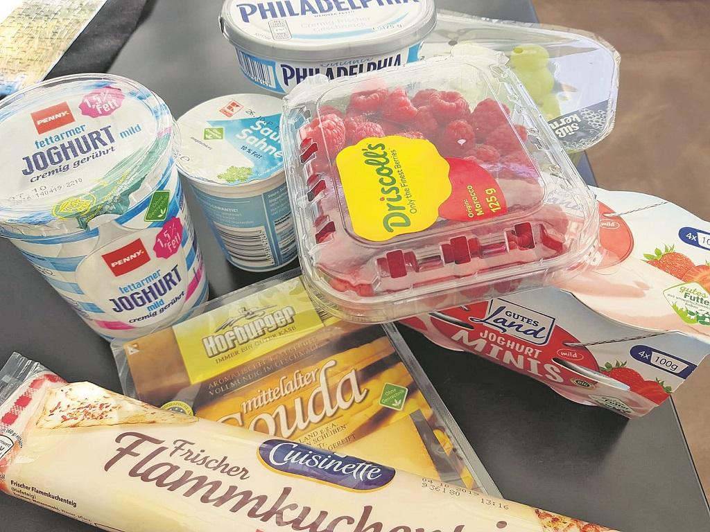 Ein Blick in den Kühlschrank und ich muss feststellen: Die meisten Produkte sind mit Kunststoff verpackt.Foto: Meister