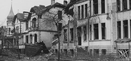 Während des Zweiten Weltkriegs blieb auch die Georg-Gröning-Straße nicht von Bombenangriffen verschont. Dieses Foto ist nach an einem Luftangriff am 26. November 1943 an der Ecke zur Donandtstraße entstanden. Foto: Walter Cüppers/Staatsarchiv Bremen