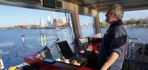 Schiffsführer Rüdiger Arndt arbeitet seit 30 Jahren bei den Fähren Bremen-Stedingen. Fotos: Harm