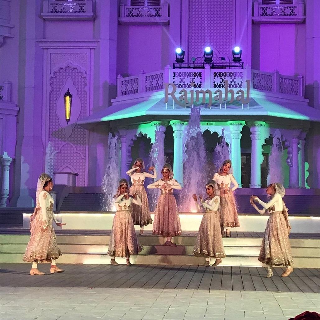 Indische Tänzer vor Traumkulisse