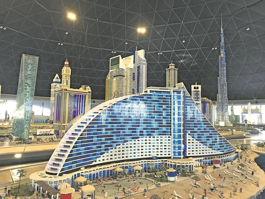 Das Jumeirah Beach Hotel sieht aus wie eine Welle