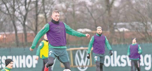 Nick Woltemade muss auf eine große Sause zu seinem 18. Geburtstag am Freitag wohl vorerst verzichten – einen Tag später steht für Werder das Spiel in Leipzig an.Foto: Nordphoto