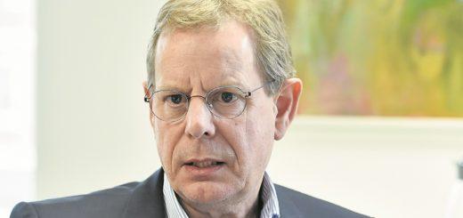 Der Jurist Ingo Schierenbeck ist seit Juli 2010 Hauptgeschäftsführer der Arbeitnehmerkammer. An sie zahlt jeder Bremer Beschäftigte 0,15 Prozent seines Bruttolohns.Foto: Schlie