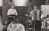 Musizierte auf zahlreichen Festen und Familienfeiern: Anton Ruppert (Akkordeon), hier mit August Bienek am Schlagzeug. Foto: Archiv Dr. Ruppert