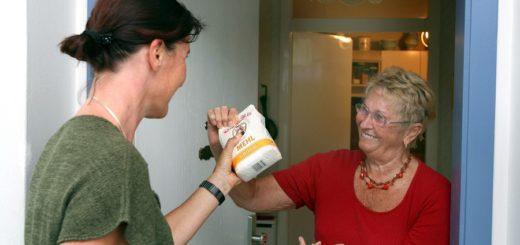 Viele Delmenhorster sind momentan auf Nachbarschaftshilfe angewiesen. Die Nachbarschaftsbüros und das Seelsorgerteam sind telefonisch erreichbar. Foto: Bilderbox