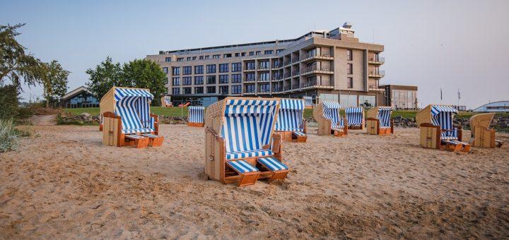 Frische Ostsee-Brise inklusive: Das Arborea Lifestyle Hotel liegt an der Lübecker Bucht und verfügt über einen eigenen Strandbereich.Foto: Arborea Marina Resort