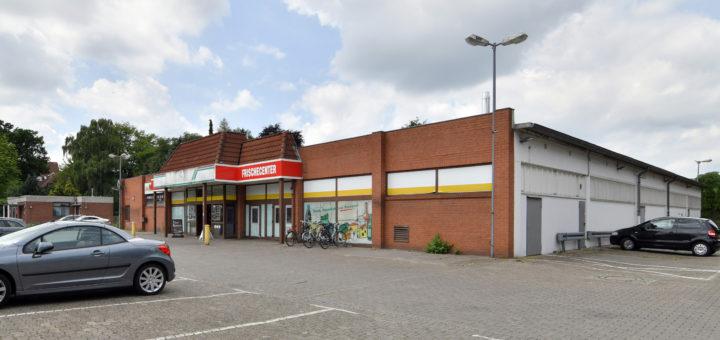 Edeka Fehner in Düsternort wurde zum Jahreswechsel 2019/20 geschlossen. Lediglich der Bäcker Meyer Mönchhof hat noch geöffnet.Foto: Konczak