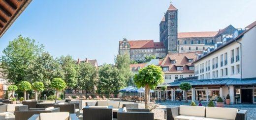 Die Hofterrasse des Best Western Hotel Schlossmühle mit Blick auf die Stiftskirche lädt zum Verweilen ein.Foto: Florian Busch Hotelfotografie