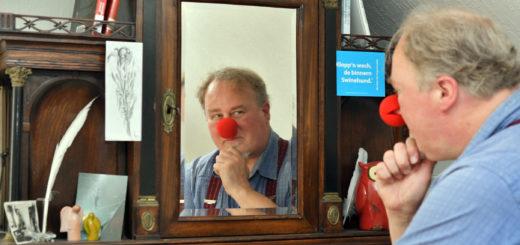 Johannes Mitternacht fehlt das Publikum. Der Zwangspause kann er mittlerweile auch etwas positives Abgewinnen. Er arbeitet an einem Buchprojekt mit eigenen Texten. Foto: Konczak