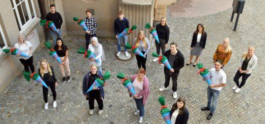 Zum neuen Ausbildungsjahr begrüßt die Stadtverwaltung Delmenhorst insgesamt 28 junge Menschen auf ihrem Karriereweg.Foto: Konczak