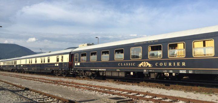 Ein Hingucker an jedem Bahnhof: Der blau-goldene Classic Courier. Mitte September nimmt er wieder Kurs Richtung Slowenien. Fotos: Letzeisen
