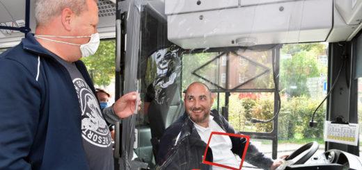 Da man in den Fahrzeugen der Delbus vorne einsteigen muss, sehen die Fahrer sofort, wenn jemand keine Mund-Nasen-Maske trägt. Das kommt aber sehr selten vor. Foto: Konczak