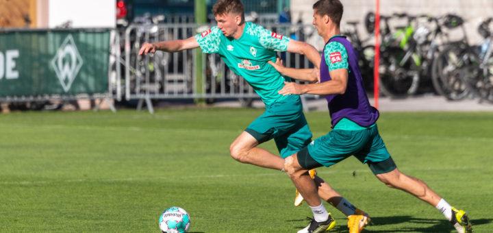 Clever im Zweikampfverhalten: Werders Nachwuchshoffnung Nick Woltemade (links) Foto: Nordphoto
