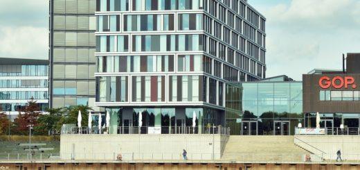 Auch das Steigenberger Hotel muss sich auf ein außergewöhnliches Wintergeschäft einstellen. Im Gegensatz zu anderen Gastronomie-Unternehmen darf es seine Terrasse im Winter nicht nutzen.Foto: Schlie
