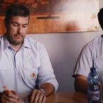 Wehrführer Klas Radanke (links) und sein Stellvertreter Thorben Lenz im Imagefilm der FF Seehausen. Sie sei für viele Mitglieder die Alternative zum Sportverein – oder die Ergänzung, da sind die beiden sich sicher.Screenshot: FF Seehausen
