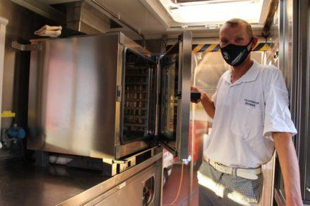 Der Konvektomat ist der ganze Stolz des Küchenteams, sagt Ralf Hoffmann von der FF Neustadt.Foto: Füller