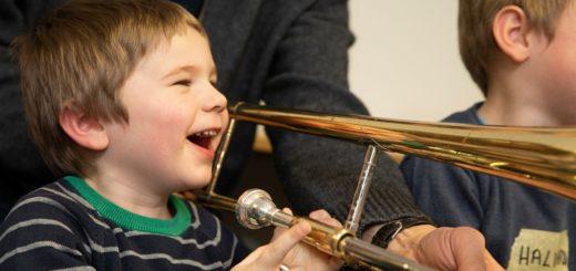 """Bei den Bremer Philharmonikern dürfen drei Kinder """"Musik mit Pfiff"""" machen. Foto: Bremer Philharmoniker"""
