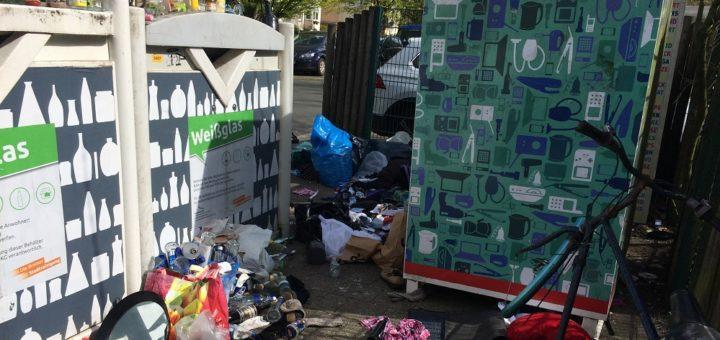 Der Containerplatz an der Thedinghauser Straße ist täglich erneut vermüllt. Foto: Privat