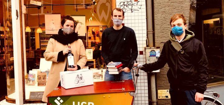 Weinhändlerin Diane Boldt (v. l.), Buchhändler Sevn Odens und Cycologic Neustadt-Gründer Julian Unbescheid haben sich zusammnegetan und beliefern ihren Kunden per Lastenrad. Foto: pv