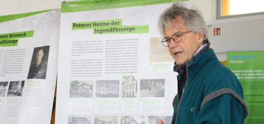 Bernd Windmüller führt ehrenamtlich durch die Ausstellung. Foto: Füller