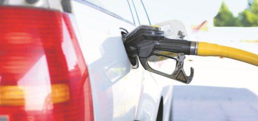 Das wird Deutschlands Autofahrer nicht begeistern: Ab Januar 2021 steigen die Preise für Benzin und Diesel um sieben beziehungsweise acht Cent pro Liter.Foto: andreas160578 auf Pixabay