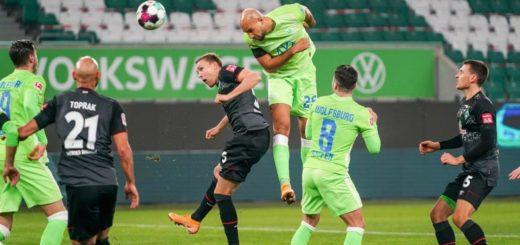 Beim Verteidigen gegen groß gewachsene bullige Gegner - wie hier Wolfsburgs John Anthony Brooks -haben die Bremer Verteidiger Probleme. Foto: Nordphoto