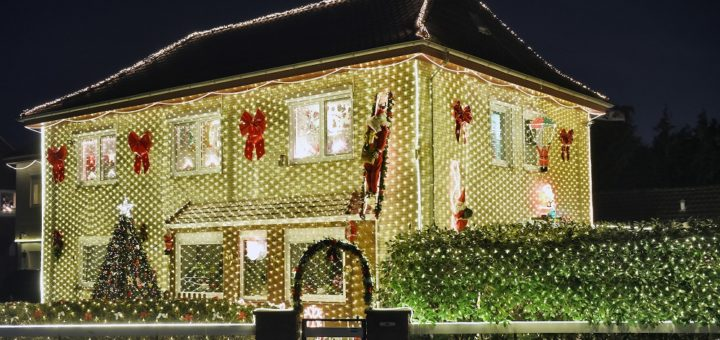 44.000 Lämpchen erhellen das Haus der Familie Osmer. Foto: Schlie
