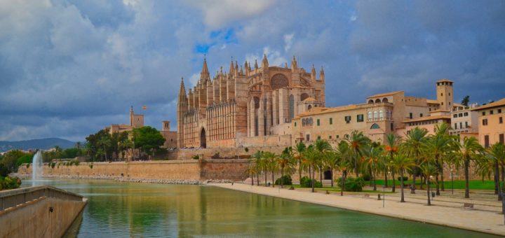 Die Balearen sind offiziell kein Risikogebiet mehr. Ab kommenden Freitag gehen wieder Direktflüge ab Bremen nach Mallorca. Foto: Pixabay