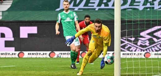 Geschlagen, aber immerhin kein weiteres Gegentor: Werder-Schlussmann Jiri Pavlenka war drei Mal mit Pfosten und Latte im Bunde. Foto: Nordphoto