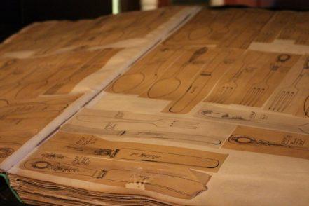 In Folianten wurde jedes einzelne Besteck-Design mit dem Namen des jeweiligen Kunden festgehalten.