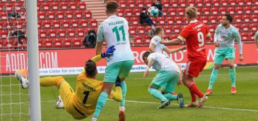 Joel Pohjanpalo (rotes Trikot) wurde mit drei Toren zum Man of the Match. Leider spielt der Finne aber nicht für Werder, sondern Union Berlin. Foto: Nordphoto
