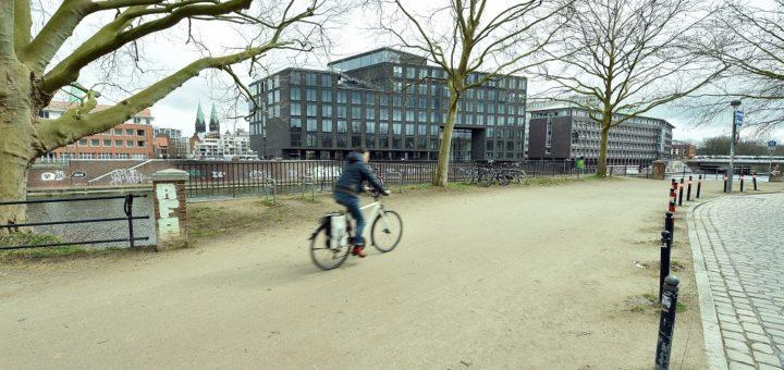 Am Deich/Ecke Brautstraße soll der Platz mit historischem Bezug aufgewertet werden.Foto: Schlie