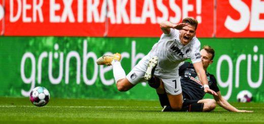 Die nächste Enttäuschung: Christian Groß (rechts) und Werder gehen auch in Augsburg leer aus. Foto: Nordphoto