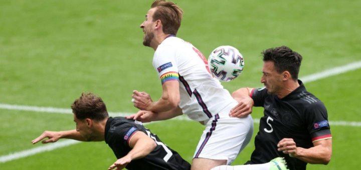 Sorgte mit dem Tor zum 2:0 für die endgültige Entscheidung: Englands Kapitän Harry Kane (Mitte). Foto: Nordphoto