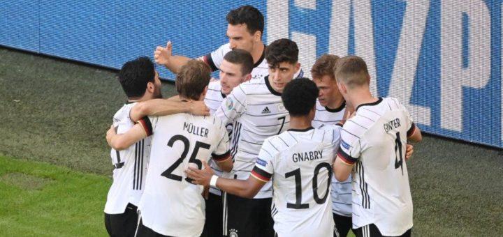 Jogis Jungs bejubeln vier Tore gegen einen EM-Mitfavoriten. Foto: Nordphoto