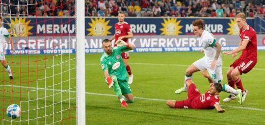 Spiele gegen Düsseldorf sind ganz nach seine m Geschmack: Werders Doppelpacker Josh Sargent (weißes Trikot). Foto: Nordphoto