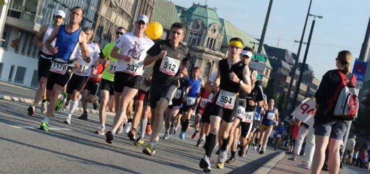 In den besten Jahren liefen 7.000 oder 8.000 Teilnehmer am Marathon-Wochenende durch die Hansestadt. Foto: Nordphoto