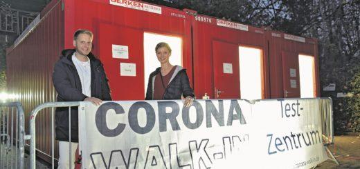 Alexander Riedel und Annika Mehrtens eröffneten das Corona-Testzentrum am Medizinischen Versorgungszentrum (MVZ) Bremen-Mitte schon kurz nach dem Ausbruch der Pandemie.Foto: Schlie